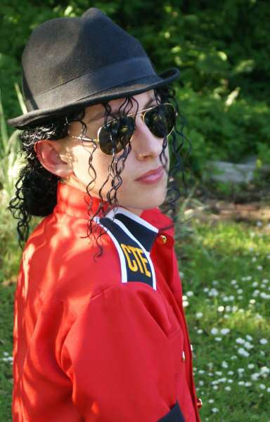 MJ-Pics/MJ-CTE/mj-CTE-red-shirt-1.jpg