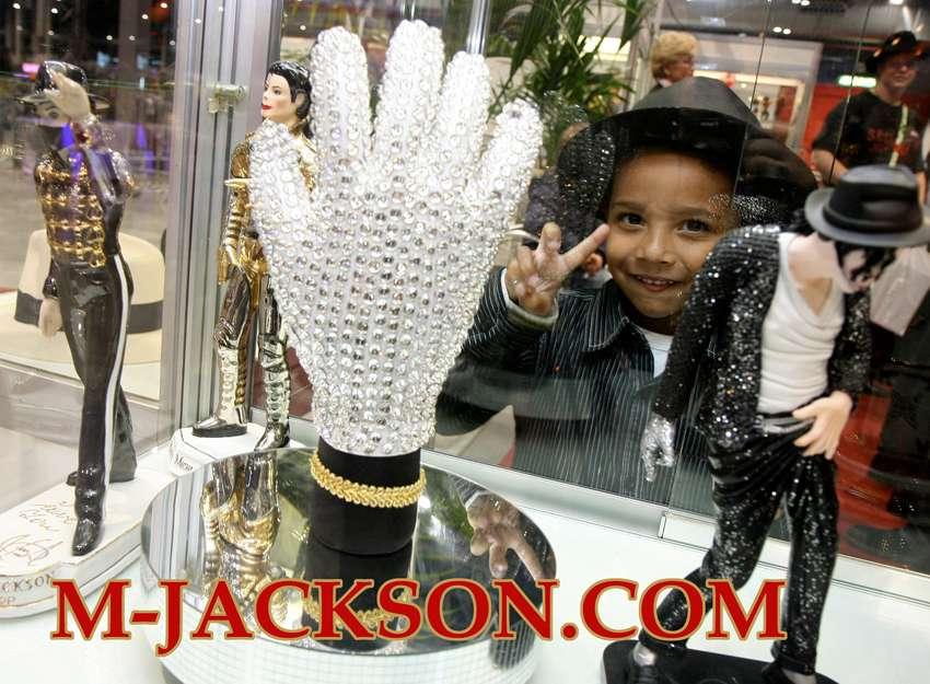 MJ-Pics/Michael%20Jackson%20Glove%20Swarovski%20Crystals/MJ-Glove-Swarovski-Crystals.jpg
