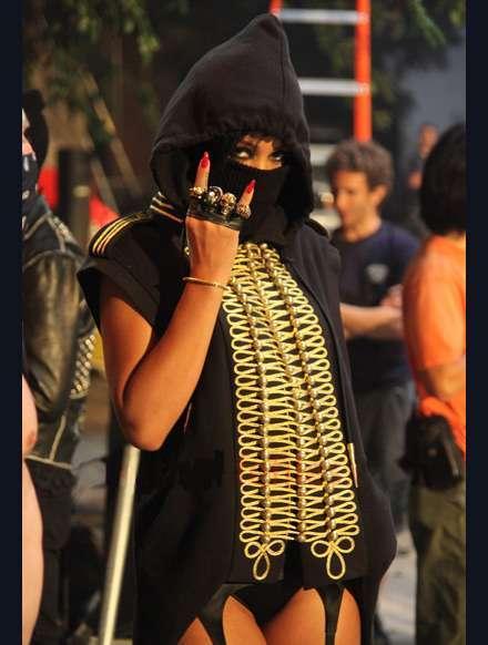 celeb-pics/Rihanna-clothes/rihanna-we-run-this-big.jpg
